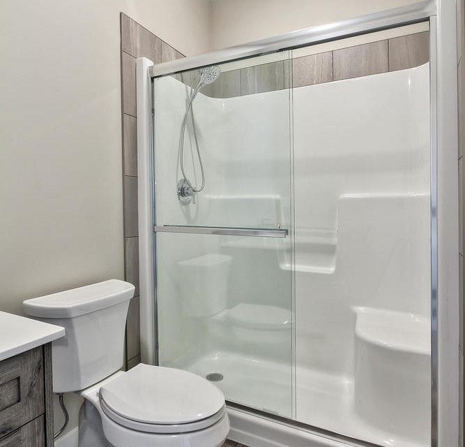 504 5 St Ross Haven AB T0E 1A0-large-036-024-Bathroom-667x1000-72dpi